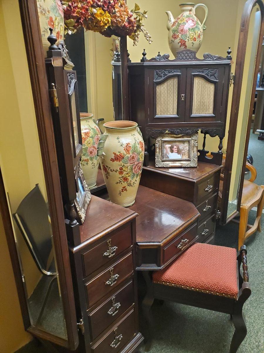Photo Antique Rosewood Makeup Vanity w/matching seat