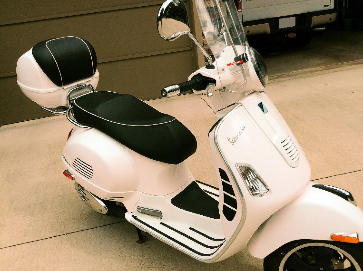Photo 2010 Vespa GTS 300 with extras!!!