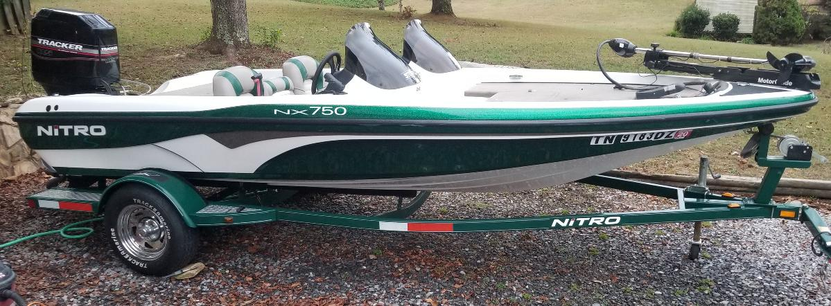 Photo Bass Boat Nitro Excellent