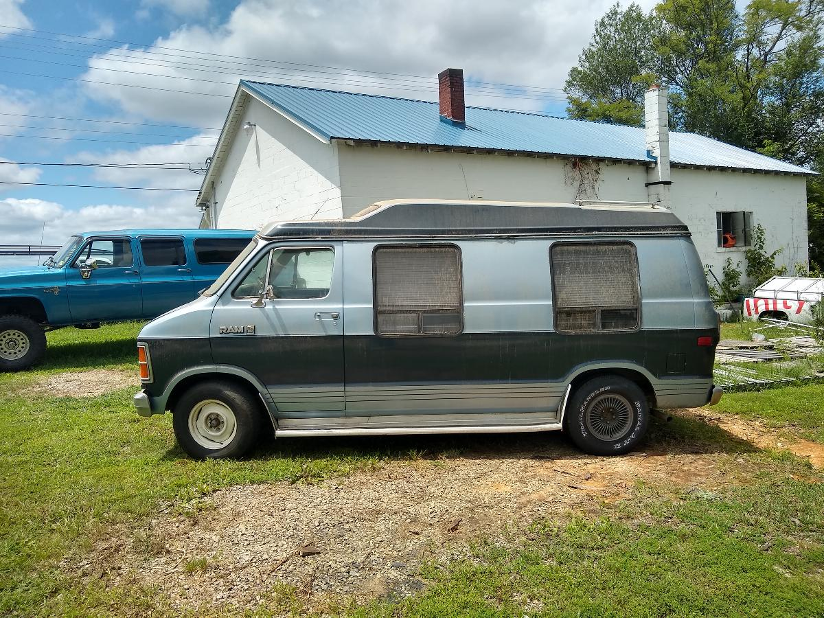 Photo 1983 Dodge 250 Custom Van