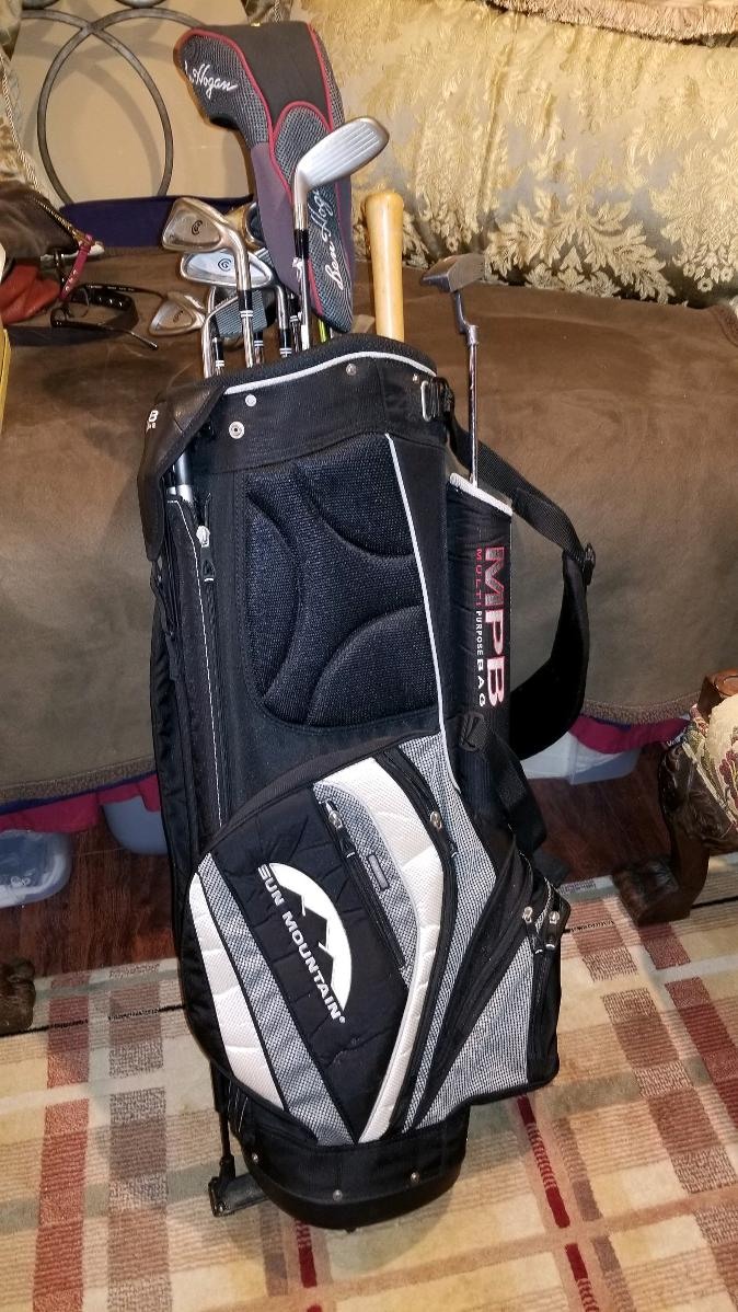 Photo LIGHTLY USED SET OF GOLF CLUBS AND GOLF BAG