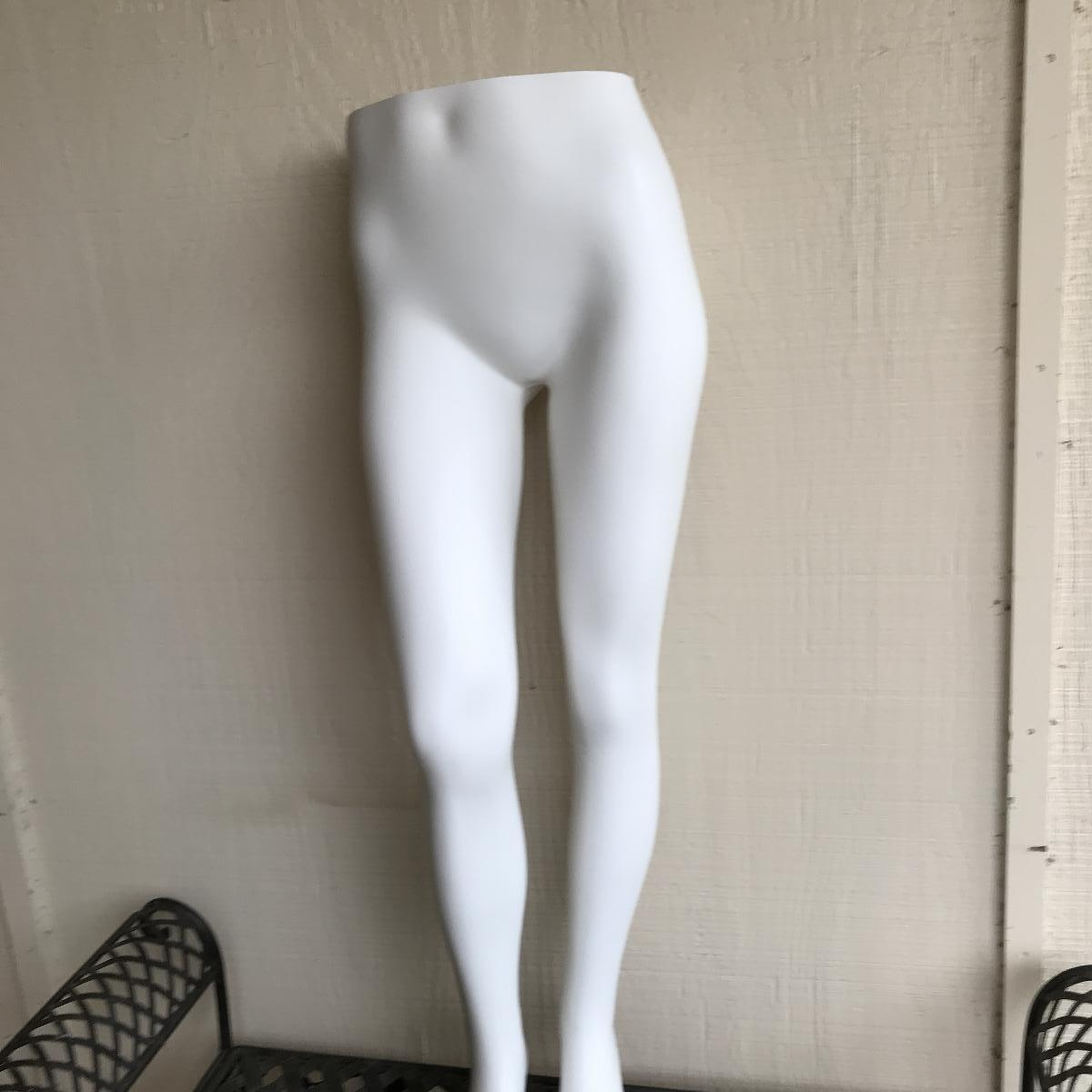 Photo Female mannequin lower half with stand