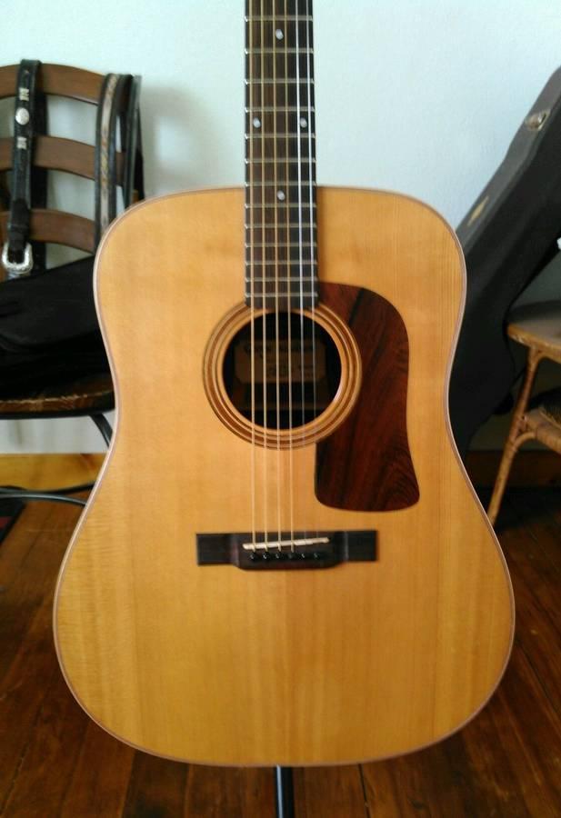 Photo Washburn  Acoustic Guitar