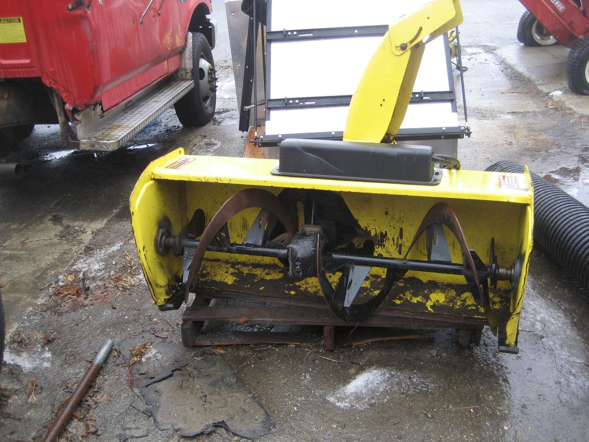 Photo tractor snow blower