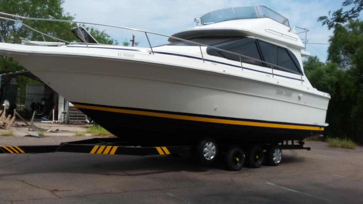 Photo SEARAY SEDAN BRIDGE 300 1989 WITH THE TRAILER 6 BRANNY NEW TIRES,  BOTH ENGINES RUNS JUST PUT TWO NEW KIT FOR THE CARBURATORS, THREE  BRANNY NEW BATTERIES NEEDS COMPLETE UPHOLSTERY, THE BODY IS IN THE GOOD SHAPE, BIMINI TOP,THE BOAT AND TRIPLE AXEL TRAILE