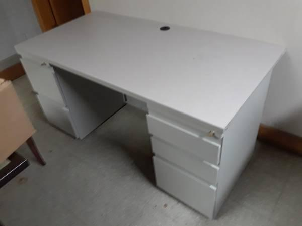 Photo Used Commercial/Industrial Furniture For Sale
