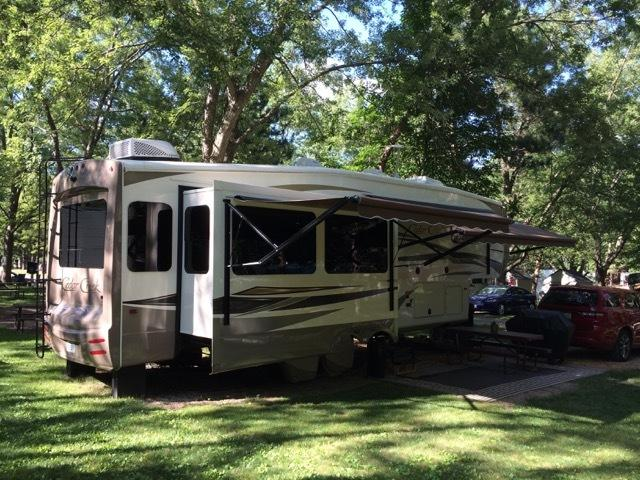 Photo 2015 Forest River Cedar Creek Hathaway 34RL