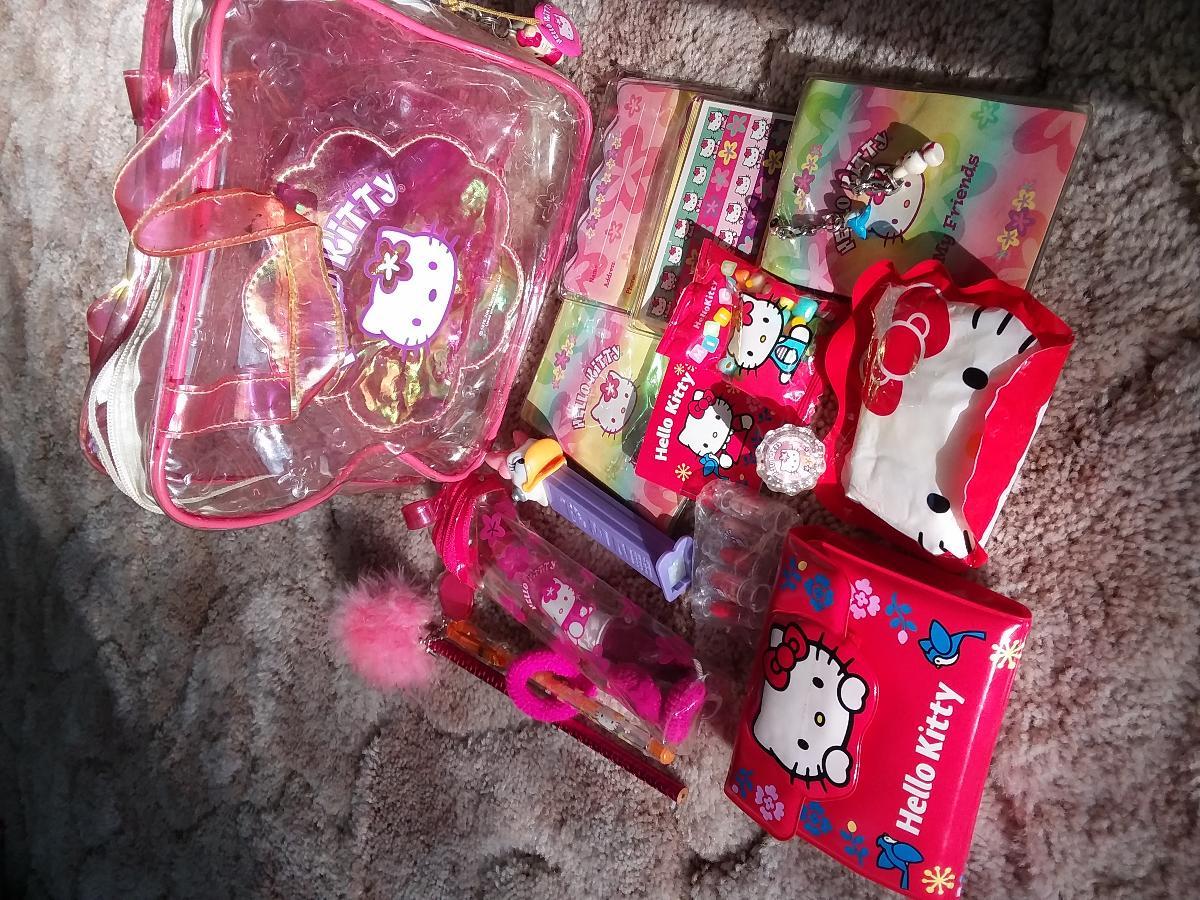 Photo Hello kitty purse.