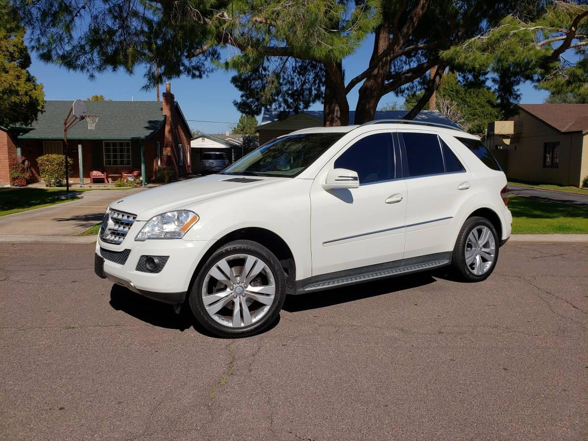 Photo 2011 Mercedes Benz ML350 Like New