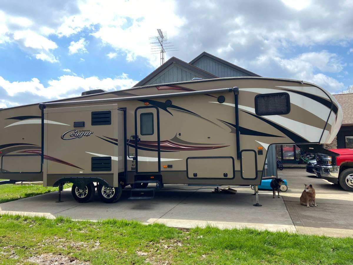 Photo 2016 Keystone Cougar X-Lite 28DBI Fifth Wheel For Sale in Mansfield, Ohio 44903