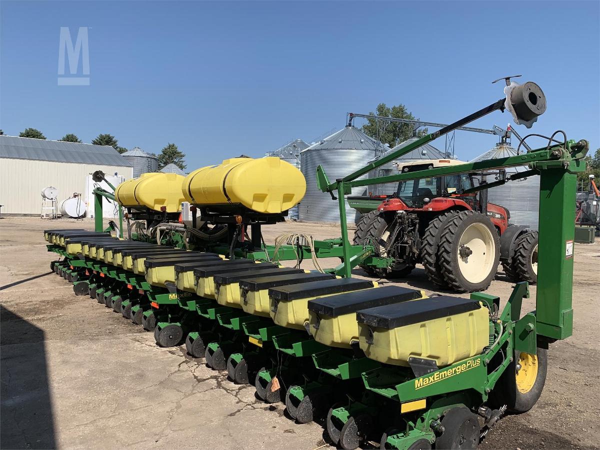 Photo 2001 John Deere 1780 MaxEmerge Planter For Sale in Fergus Falls, Minnesota 56537