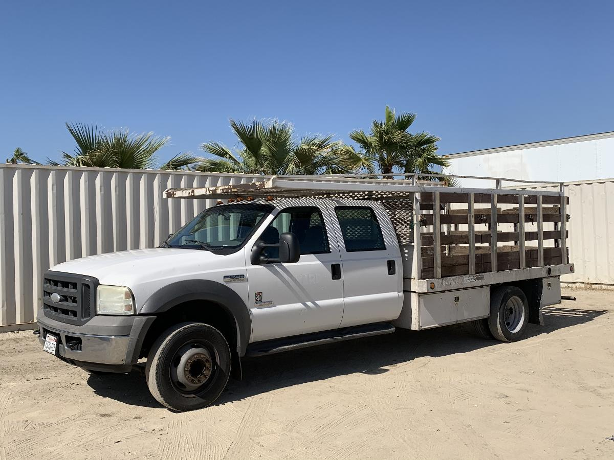 Photo 2005 FORD F550 CREW CAB FLATBED TRUCK #14104202