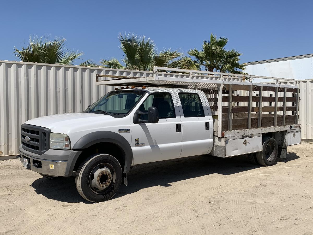 Photo 2005 FORD F550 CREW CAB FLATBED TRUCK #14105202